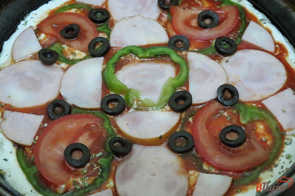 Фото приготовление рецепта: Пицца на сковороде шаг №11