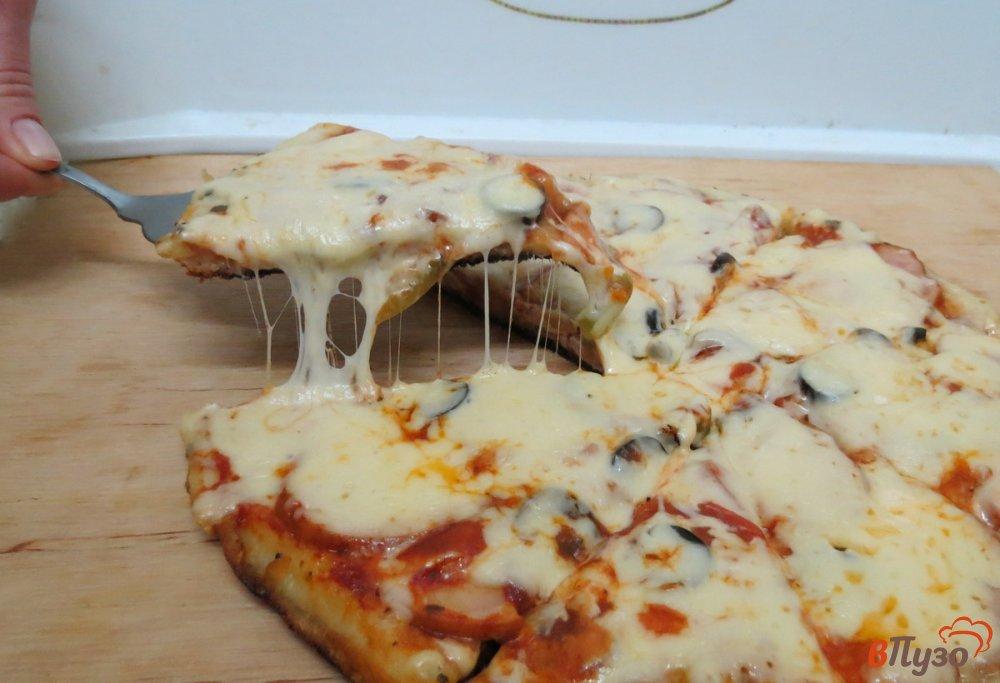 Фото приготовление рецепта: Пицца на сковороде шаг №14