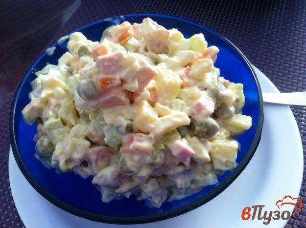 фото рецепта: Салат из зеленого горошка, ветчины и колбасы