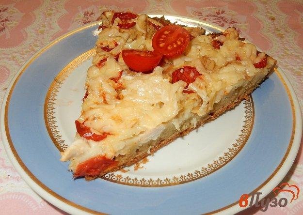 фото рецепта: Открытый пирог с курицей и черри