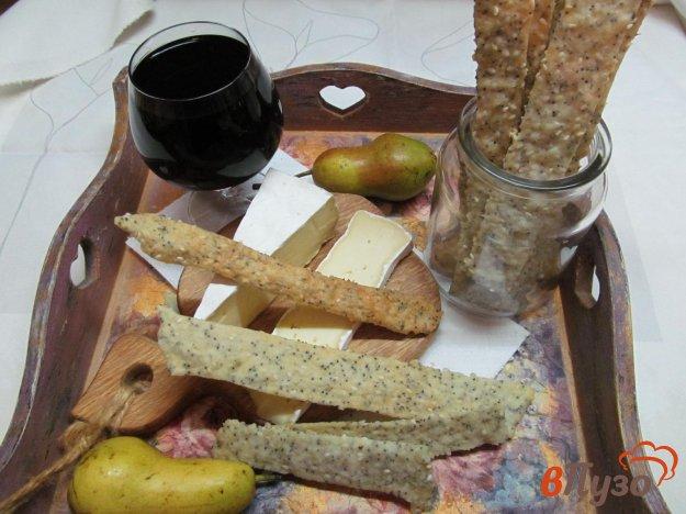 фото рецепта: Хлебцы с маком и кунжутом.