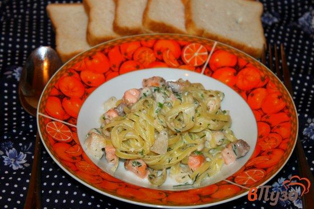 фото рецепта: Лапша с рыбой и зеленью