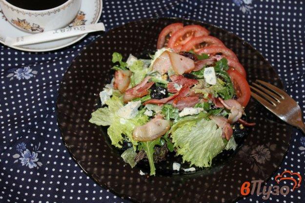 фото рецепта: Салат с беконом, маслинами и сыром