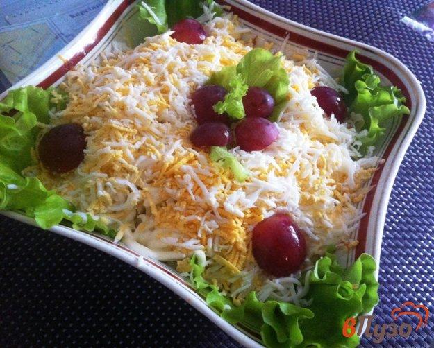 фото рецепта: Слоеный салат из куриного филе с черносливом