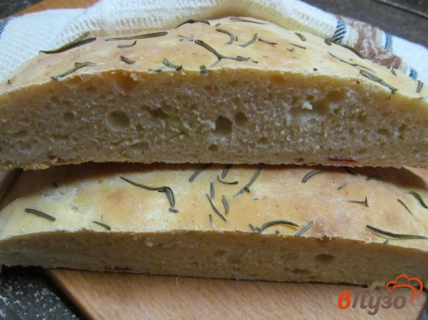 фото рецепта: Лепешка с перцем чили и розмарином