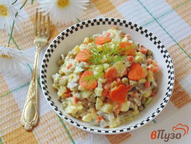 фото рецепта: Салат с огурцами и зеленым горошком