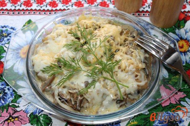 фото рецепта: Куриные крылья с лесными грибами и луком под сыром