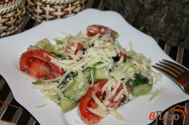 фото рецепта: Помидорный салат с зеленью и моцареллой