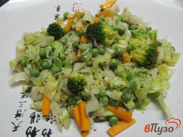 фото рецепта: Теплый овощной салат из капусты с тыквой и горошком
