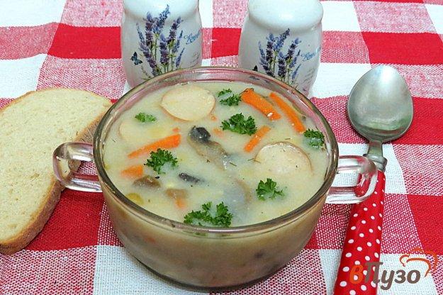фото рецепта: Суп с сырочками, сосисками и грибами