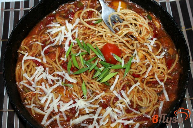 фото рецепта: Спагетти с овощами и грибами в томатно - имбирном соусе
