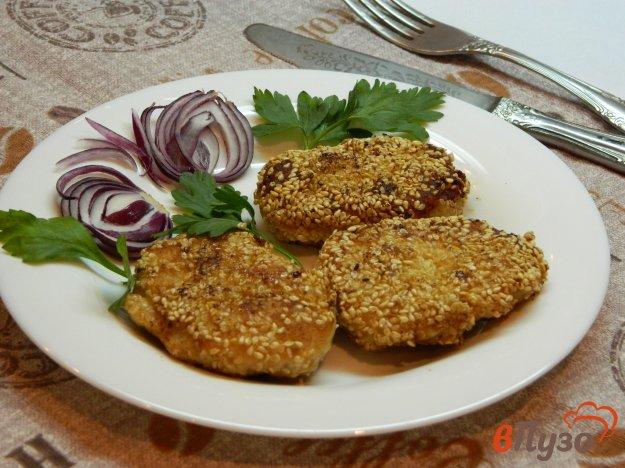 фото рецепта: Куриные котлеты в кунжутной панировке