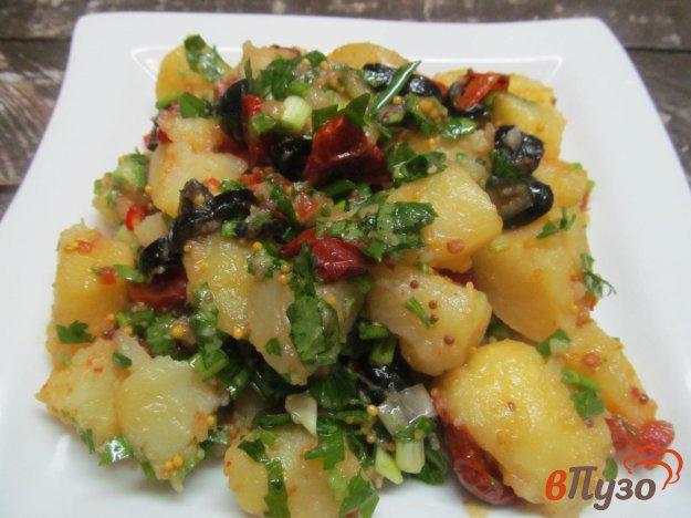 фото рецепта: Салат из картофеля оливок и вялеными томатами
