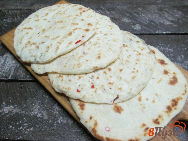 фото рецепта: Лепешки с перцем чили и тимьяном