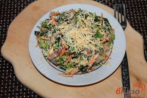 фото рецепта: Салат из субпродуктов, копченой колбасы и корейской моркови