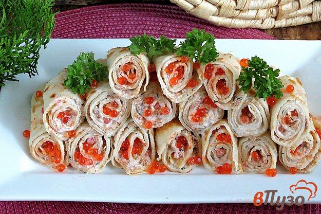 фото рецепта: Блинчики закусочные со сметаной и икрой