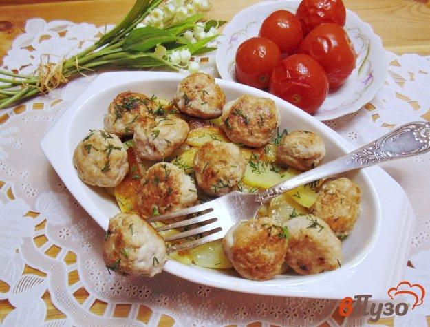 фото рецепта: Фрикадельки с картофелем в духовке