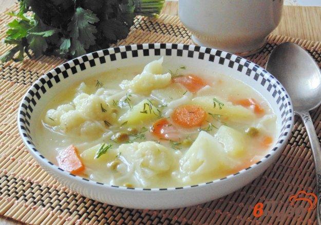 фото рецепта: Суп с цветной капустой и зеленым горошком