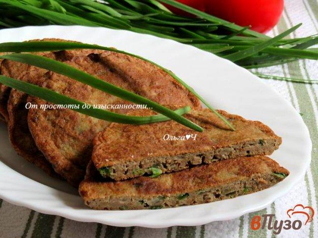 фото рецепта: Печеночные оладьи с зеленым луком и орегано
