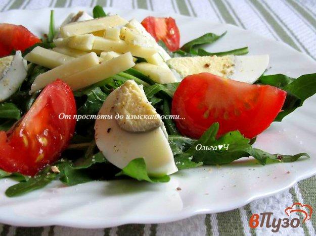 фото рецепта: Салат с рукколой, помидором и яйцом