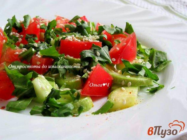 фото рецепта: Салат из кабачка с помидором и рукколой