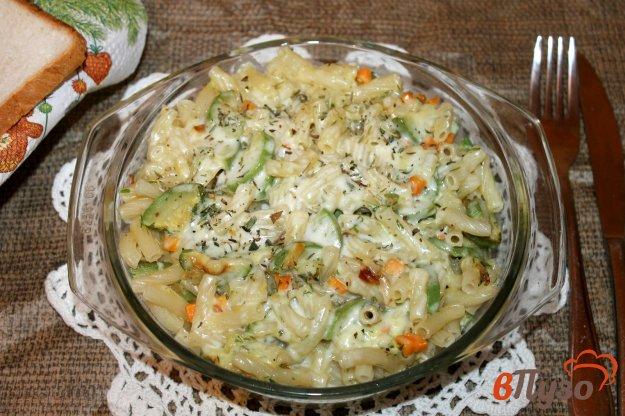 фото рецепта: Макаронная запеканка с кабачком в сливочно - яичной заливке
