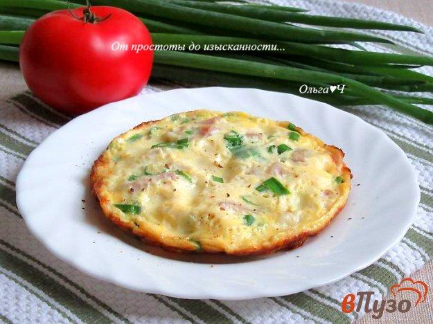 фото рецепта: Омлет с карбонадом, сыром и зеленым луком