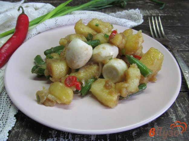 фото рецепта: Теплый салат с картофелем фасолью и яйцом