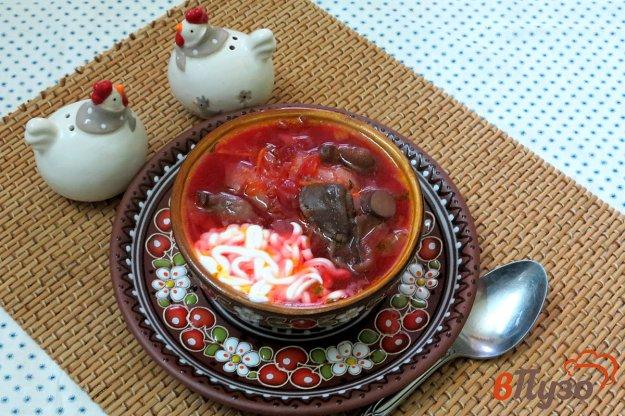 фото рецепта: Борщ с маринованной свеклой и маслятами
