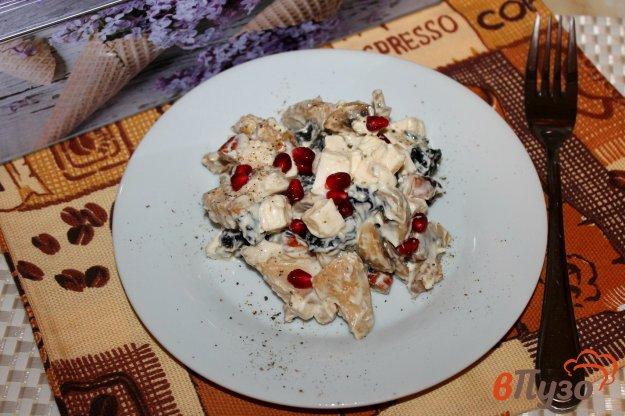 фото рецепта: Салат с курицей, грибами и гранатом