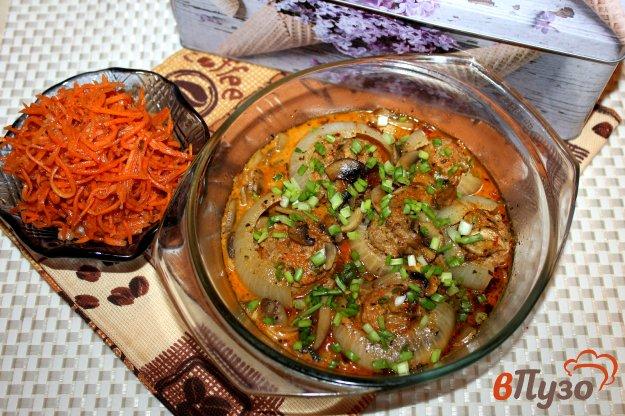 фото рецепта: Фрикадельки запеченные в луке под соусом