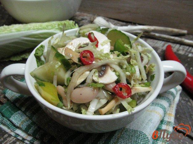 фото рецепта: Салат из пекинской капусты с грибами и фасолью