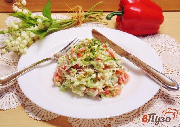 фото рецепта: Салат с помидором и пекинской капустой