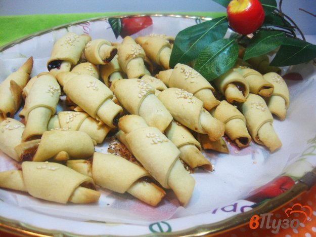 фото рецепта: Рогалики дрожжевые без сахара с кунжутом