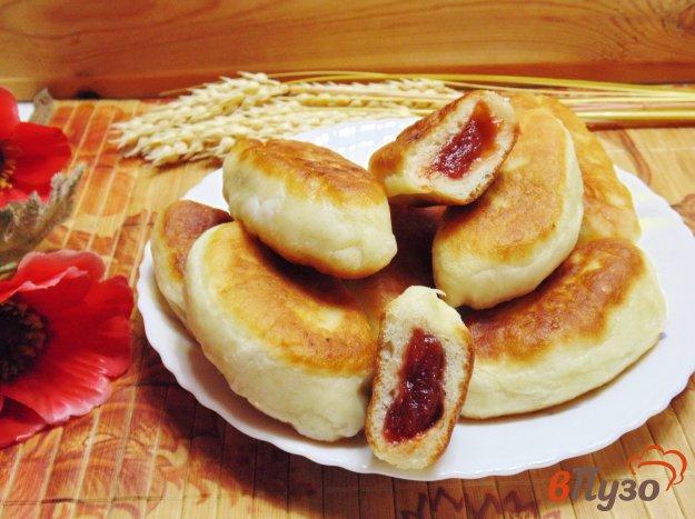 жареные пирожки с вареньем на сковороде