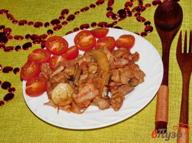 фото рецепта: Свинина с грибами и помидорами