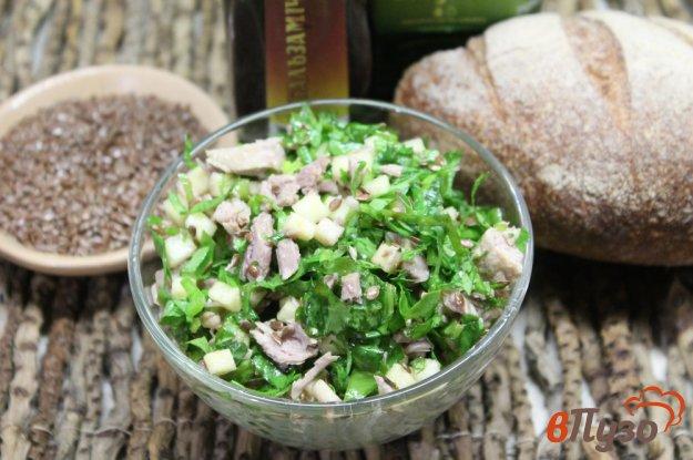 фото рецепта: Мясной салат с зеленью ассорти и яблоком