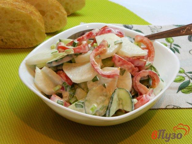 фото рецепта: Салат из дайкона с болгарским перцем и огурцом