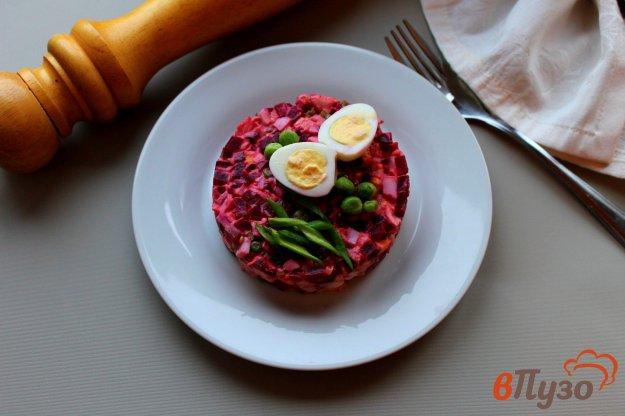 фото рецепта: Салат из свеклы, копченой курицы и яиц