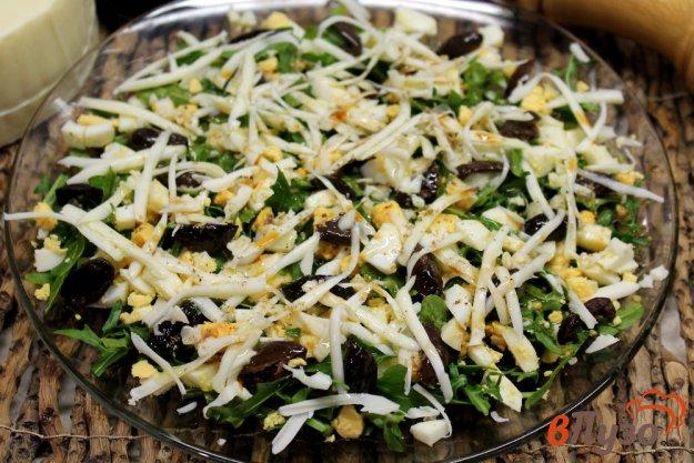 фото рецепта: Салат из рукколы с оливками и моцареллой