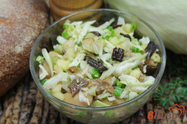 фото рецепта: Салат из капусты с грибами и фасолью