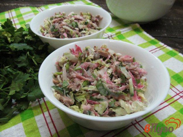 фото рецепта: Мясной салат с редькой и пекинской капустой