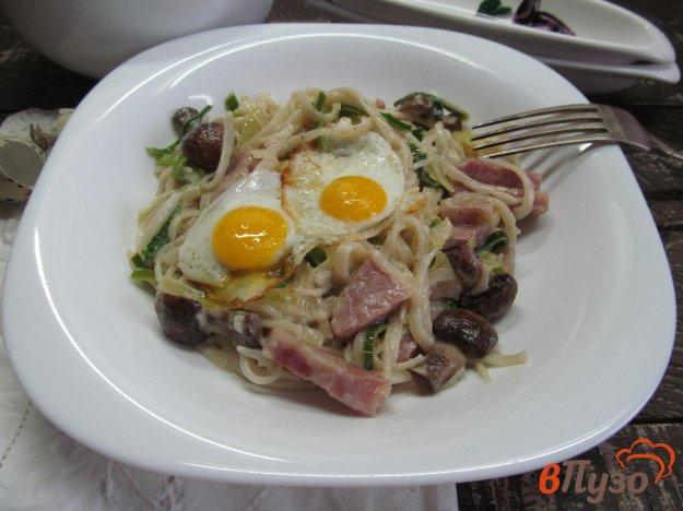 фото рецепта: Феттучини с ветчиной и грибами