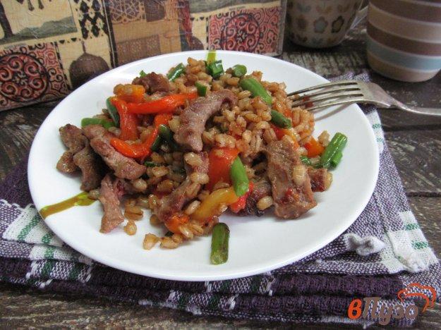 фото рецепта: Теплый салат из телятины с перловкой и овощами