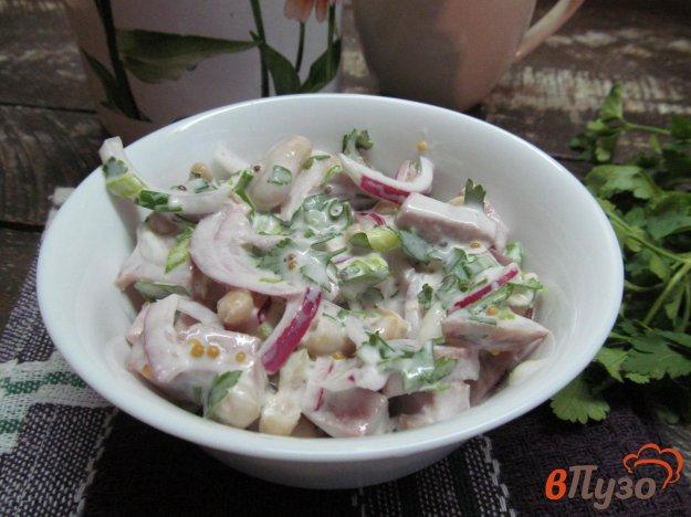 фото рецепта: Салат с колбасой и фасолью
