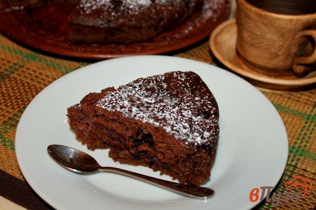 фото рецепта: Пирог с какао и клубникой в мультиварке