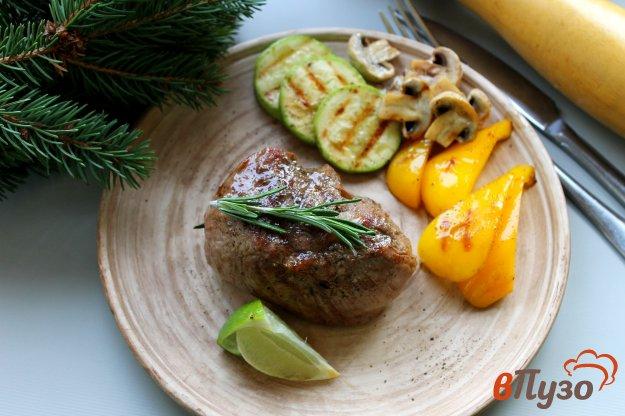 фото рецепта: Стейк из телячьей вырезки с овощами