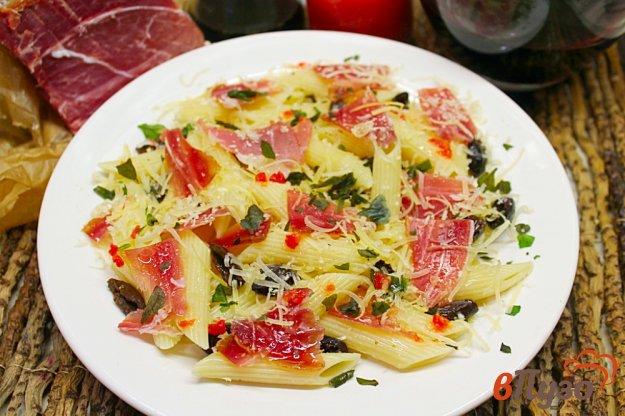 фото рецепта: Паста с оливками, прошутто и сыром