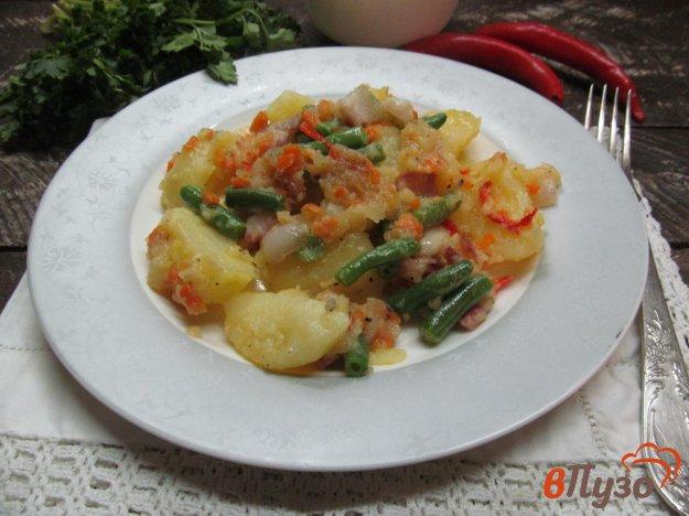 фото рецепта: Картофель с фасолью и беконом под сырной корочкой