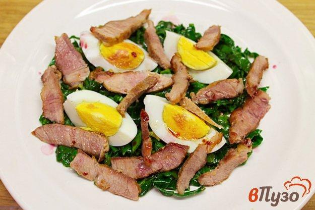 фото рецепта: Салат из шпината с бужениной и яцом